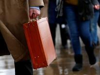 La croissance de l'activité dans le secteur privé a accéléré en mai en France sous l'impulsion des services, alors que le secteur manufacturier reste à la traîne, selon la version préliminaire des indices Markit publiée lundi. /Photo d'archives/REUTERS/Eddie Keogh