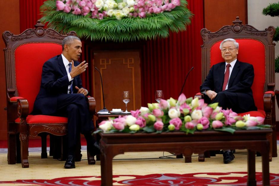 U S  lifts arms ban on old foe Vietnam as China tensions simmer