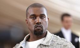 Astro do hip-hop Kanye West chega para cerimônia no museu Metropolitan, em Nova York. 02/05/2016 REUTERS/Lucas Jackson