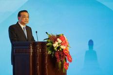 El primer ministro de China, Li Keqiang, da un discurso en la Primera Conferencia Mundial sobre el Desarrollo del Turismo, en Pekín, China. 19 de mayo de 2016. El primer ministro chino Li Keqiang dijo que reducir la capacidad excesiva en la industria sigue siendo la tarea clave para llevar adelante las reformas del lado de la oferta. REUTERS/Jason Lee