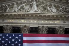 La Bourse de New York a ouvert en hausse mercredi, prolongeant sa progression de la veille dans le sillage du pétrole qui approche des 50 dollars le baril et alors que les investisseurs se font à l'idée d'une hausse des taux d'intérêt aux Etats-Unis dès les mois de juin ou juillet. Le Dow Jones gagnait 0,62% dans les premiers échanges, le Standard & Poor's 500 de 0,54% et le Nasdaq Composite de 0,30%. /Photo d'archives/REUTERS/Carlo Allegri