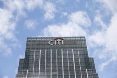 Citigroup a accepté de s'acquitter d'une pénalité de 425 millions de dollars (381 millions d'euros) pour mettre fin à une poursuite civile de la Commodity Futures Trading Commission (CFTC) pour tentative de manipulation de niveaux de référence sur les marchés des devises et des taux d'intérêt. /Photo d'archives/REUTERS/Suzanne Plunkett