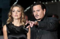 """Cast member Johnny Depp and his actress wife Amber Heard arrive for the premiere of the British film """"Black Mass"""" in London, Britain October 11, 2015. REUTERS/Suzanne Plunkett/Files"""