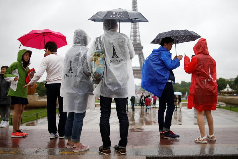 Strikes, protests pose new headache for Paris tourism