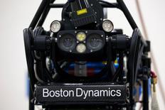 Selon le journal Nikkei, Toyota discute avec Alphabet du rachat de deux divisions robotiques de la maison mère de Google, Boston Dynamics, connu pour avoir mis au point Cheetah, revendiqué comme le robot le plus rapide au monde en course à pied, et, d'autre part Schaft, une coentreprise dirigée par deux anciens professeurs de l'université de Tokyo. /Photo d'archives/REUTERS/Tyrone Siu