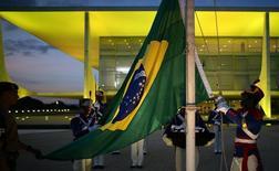 Palais du Planalto (présidence) à Brasilia. Le Brésil a enregistré en janvier-mars un cinquième trimestre de croissance négative avec une contraction de 0,3% du produit intérieur brut.  Ce chiffre est cependant moins mauvais qu'attendu, les économistes tablant en moyenne sur une contraction de 0,8% par rapport aux trois derniers mois de 2015. /Photo prise le 11 mai 2016/REUTERS/Adriano Machado