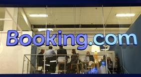 Le fisc français réclame 356 millions d'euros à Booking.com, a annoncé Priceline Group, la maison mère de la centrale de réservation hôtelière en ligne. /Photo prise le 9 mars 2016/REUTERS/Fabrizio Bensch