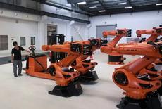 La Chine a dit jeudi que l'offre de rachat du groupe chinois d'électroménager Midea Group sur le fabricant allemand de robots industriels Kuka ne devrait pas être politisée, l'opération ayant un caractère purement commercial. /Photo d'archives/REUTERS/Pete Sweeney