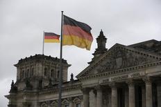 La Bundesbank a abaissé vendredi ses prévisions de croissance et d'inflation pour l'Allemagne tout en soulignant que la première économie d'Europe était plus solide que ne l'indiquent ces chiffres. La banque centrale allemande voit désormais le produit intérieur brut (PIB) de l'Allemagne croître de 1,7% cette année, /photo d'archives/ REUTERS/Wolfgang Rattay