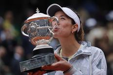 Garbine Muguruza poses with the trophy after beating Serena Williams at the French Open, June 4, 2016. REUTERS/Benoit Tessier