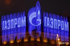 Логотип Газпрома на здании в Санкт-Петербурге 14 ноября 2013 года. Российская госмонополия Газпром увеличила свою долю на внутреннем рынке в первом квартале, но меньше, чем хотела бы, сказал член правления Кирилл Селезнев на пресс-конференции во вторник. REUTERS/Alexander Demianchuk