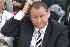 Mike Ashley, le milliardaire fondateur de la chaîne de magasins britannique Sports Direct, a reconnu mardi que sa société avait payé les salariés de son principal entrepôt en dessous du minimum légal. /Photo prise le 7 juin 2016/REUTERS/Chaîne parlementaire