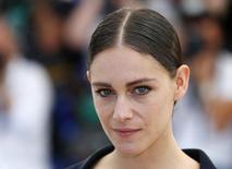 """Ariane Labed, que está no filme """"A Odisseia de Alice"""", posa em Cannes. 18/5/2016.  REUTERS/Yves Herman"""
