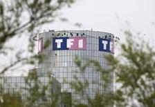 TF1 rachète les 20% que Monaco détient dans la chaîne TMC à travers un échange d'actions qui permet à la principauté de faire son entrée au capital du premier groupe privé de télévision en France. /Photo d'archives/REUTERS