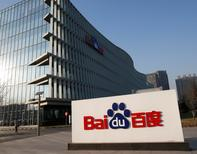 Baidu a révisé en nette baisse sa prévision de chiffre d'affaires du deuxième trimestre, expliquant que certains de ses clients dans le secteur de la santé avaient réduit ou reporté leurs dépenses publicitaires dans un contexte de surveillance des autorités. Baidu anticipe dorénavant un chiffre d'affaires de 2,81 à 2,82 milliards de dollars au deuxième trimestre et non plus de 3,12 à 3,19 milliards. /Photo d'archives/REUTERS/Kim Kyung-Hoon