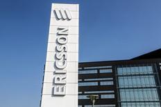 L'équipementier télécoms suédois Ericsson prévoit de se séparer de 3.000 à 4.000 salariés cet été et envisage d'autres réductions de coûts en réponse au ralentissement de ses marchés, selon le Svenska Dagbladet qui cite plusieurs sources non identifiées. /Photo d'archives/REUTERS/TT News Agency/Stig-Ake Jonsson