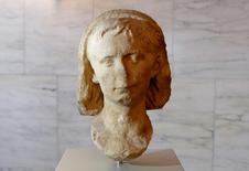 Escultura de mármore da cabeça do primeiro imperador de Roma, Augusto, vista em cerimônia de apresentação na Itália.     14/06/2016        REUTERS/Tony Gentile