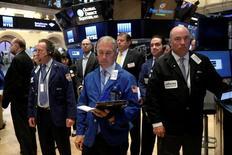 La Bourse de New York a fini en baisse mardi à la veille de la décision de politique monétaire de la Réserve fédérale et sur fond d'incertitudes avant le référendum britannique du 23 juin. L'indice Dow Jones a perdu 0,33%, à 17.674,82 points. /Photo prise le 13 juin 2016/REUTERS/Brendan McDermid