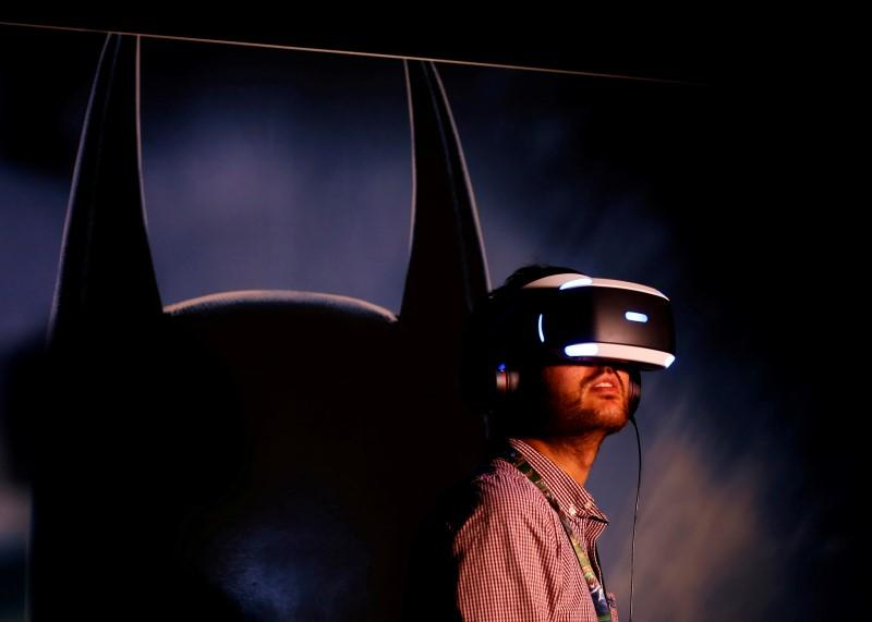 f54d8a5d446 People try the new Sony VR headset during Sony Corporation s PlayStation 4  E3 2016 event. REUTERS Mike Blake