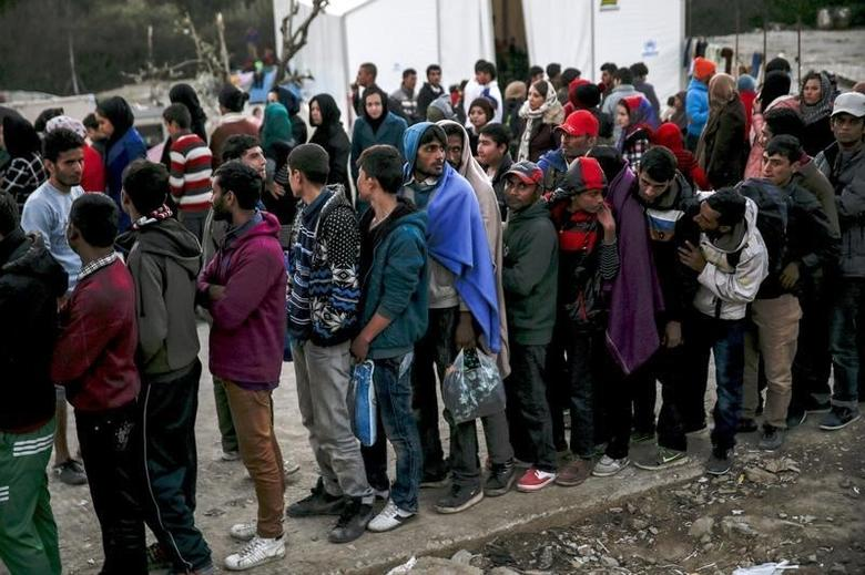 Refugees and migrants line up for a food distribution at the Moria refugee camp on the Greek island of Lesbos, November 5, 2015. REUTERS/Alkis Konstantinidis/File Photo