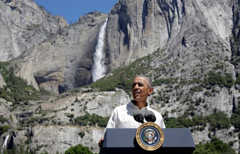 Obama extols U.S. national parks in picture-perfect social media moments