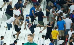 Football Soccer - England v Russia - EURO 2016 - Group B - Stade V?lodrome, Marseille, France - 11/6/16 England fans try to escape trouble in the stadium at full time REUTERS/Eddie Keogh Livepic