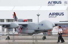 Une sortie du Royaume-Uni de l'Union européenne (UE) marquerait la fin de l'ambition de construire une politique de défense à l'échelle de l'UE, a estimé jeudi le responsable de la stratégie d'Airbus Group., Marwan Lahoud. /Photo prise le 21 lai 2016/REUTERS/Fabrizio Bensch