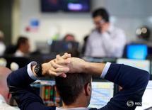 Трейдеры в BGC Partners в Лондоне 24 июня 2016 года. Выход Великобритании из ЕС не несет серьезных рисков дляРФ, но снизит аппетит инвесторов к риску, сообщило агентство ТАСС со ссылкой на заместителя министра финансов РФ Алексея Моисеева. REUTERS/Russell Boyce