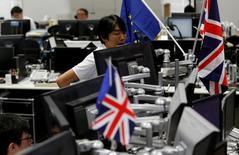 Le choix de la Grande-Bretagne de sortir de l'Union européenne pourrait bien étouffer les derniers espoirs d'une reprise des bénéfices des sociétés cotées en Europe cette année. /Photo prise le 27 juin 2016/REUTERS/Toru Hanai