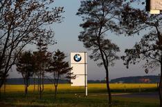 BMW s'allie avec Intel et Mobileye dans le but de développer de nouvelles technologies permettant au secteur automobile de lancer des véhicules autonomes autour de 2021. /Photo d'archives/REUTERS/Vasily Fedosenko