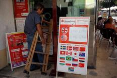 A money changing shop displays the exchange rates of the British Pound and the U.S. dollar against the euro in Fuengirola, Spain, July 4, 2016. REUTERS/Jon Nazca