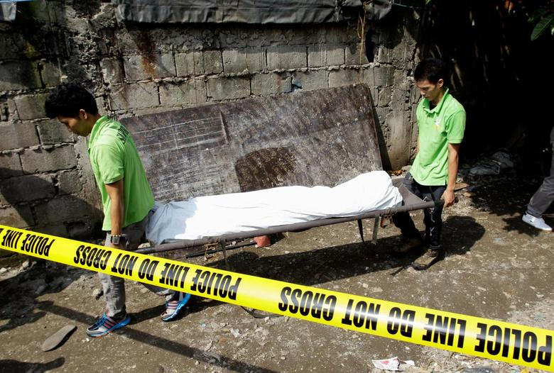 Duterte names and shames top Filipino cops for helping drug