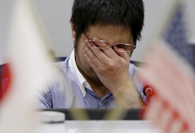 7月6日、6日午前の東京市場は、前日欧州市場でイタリア系銀行の不良債権問題や英国の不動産ファンド解約停止などに市場の関心が集まったことを受け、リスクオフ心理の台頭から円高・株安・債券高が大幅に進行した。写真は都内で4月撮影(2016年 ロイター/Issei Kato)