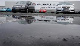 Les immatriculations automobiles ont un peu baissé en juin en Grande-Bretagne, une rareté puisqu'il s'agit seulement du deuxième recul en plus de quatre ans. /Photo d'archives/REUTERS/Phil Noble