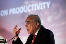 La OCDE dijo el lunes que suspendería hasta septiembre la publicación de sus indicadores económicos de referencia, ya que la incertidumbre creada por la decisión de Reino Unido de salir de la Unión Europea podría hacer que los datos sean engañosos o inexactos. En la imagen, el secretario general de la OCDE José Ángel Gurría en Lisboa, Portugal, el 8 de julio de 2016. REUTERS/Pedro Nunes