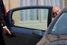 La Comisión Europea revisó a la baja las previsiones de crecimiento para la zona euro y para Reino Unido tras la votación de los británicos en favor de abandonar la Unión Europea, según estimaciones preliminares comunicadas el lunes por el comisario de Asuntos Económicos, Pierre Moscovici. En la imagen, Moscovici sale de una reunión en París, el 24 de junio de 2016. REUTERS/Stephane Mahe