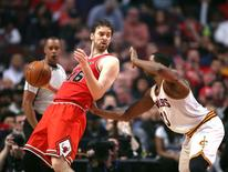 Apr 9, 2016; Chicago, IL, USA; Chicago Bulls center Pau Gasol (16) backs down Cleveland Cavaliers center Tristan Thompson (13) during the second half at the United Center. Dennis Wierzbicki-USA TODAY Sports