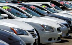 Autos a la venta en una concesionaria en Carlsbad, EEUU, mayo 2, 2016. La producción industrial en Estados Unidos subió más de lo previsto en junio por una fuerte alza en las manufacturas de automóviles y la generación de energía, dijo el viernes la Reserva Federal, en una señal de que la economía recuperaba impulso al final del segundo trimestre.   REUTERS/Mike Blake/File Photo