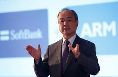 Le milliardaire japonais Masayoshi Son, PDG de Softbank. Le groupe télécoms japonais a annoncé lundi le lancement d'une offre d'achat sur le concepteur britannique de puces ARM Holdings pour 24,3 milliards de livres (29,1 milliards d'euros), ce qui en fait l'une des principales opérations jamais réalisées dans le secteur technologique européen et la plus importante conduite par le groupe nippon. /Photo prise le 18 juillet 2016/REUTERS/REUTERS/Neil Hall
