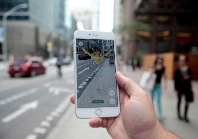 A ''Pidgey'' Pokemon is seen on the screen of the Pokemon Go mobile app, Nintendo's new scavenger hunt game which utilizes geo-positioning, in a photo illustration taken in downtown Toronto, Ontario, Canada July 11, 2016. REUTERS/Chris Helgren/File Photo