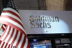 Место Goldman Sachs на Нью-Йоркской фондовой бирже. Goldman Sachs Group Inc отчитался о 78-процентном скачке квартальной прибыли, значительно превысившей прогнозы рынка, так как американский банк увеличил доход от торговли облигациями и сократил затраты. REUTERS/Brendan McDermid/File Photo