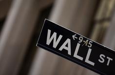 Wall Street a ouvert en hausse mercredi, stimulée par les résultats de Morgan Stanley et de Microsoft, qui insufflent aux investisseurs un regain d'optimisme quant à la santé des entreprises américaines. Quelques minutes après l'ouverture, le Dow Jones gagne 0,23% à 18.602,46 points. /Photo d'archives/REUTERS/Eric Thayer