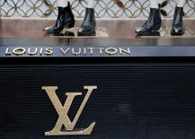 Bernard Arnault, PDG de LVMH, envisage de remplacer Nicolas Ghesquière, directeur artistique de Louis Vuitton, et Jonathan Anderson, chez Céline, serait le meilleur candidat pour lui succéder. /Photo prise le 8 mai 2016/REUTERS/Jacky Naegelen