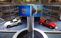 General Motors a annoncé jeudi des résultats meilleurs que prévu au titre du deuxième trimestre et a relevé dans la foulée ses prévisions pour l'ensemble de l'exercice, des annonces qui font grimper fortement son action dans les échanges d'avant-Bourse à Wall Street. /Photo d'archives/REUTERS/Mark Blinch