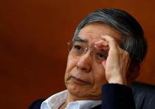 """El gobernador del Banco de Japón, Haruhiko Kuroda, en una rueda de prensa en Tokio el 16 de junio de 2016. El gobernador del Banco de Japón, Haruhiko Kuroda, descartó el jueves la idea de usar una """"lluvia de dinero"""" para estimular a la economía japonesa y dijo que el banco central ya cuenta con medidas para relajar la política monetaria si es necesario. REUTERS/Thomas Peter"""