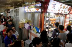 People queue outside hawker Chan Hong Meng's Michelin star awarded stall, for his soya sauce chicken rice and noodle at a food market in Singapore, July 22, 2016. REUTERS/Edgar Su