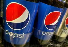Botellas de pepsi se ven alineadas en una tienda en Nueva York, EEUU, 5 de julio de 2016. REUTERS/Shannon Stapleton