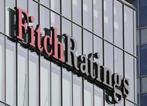 El logo de Fitch Ratings en sus oficinas en el distrito financiero de Canary Wharf, en Londres, Gran Bretaña. 3 de marzo de 2016. La agencia Fitch Ratings confirmó el jueves las calificaciones de México, apoyada en su economía diversificada y en su historial de disciplina fiscal que han anclado la estabilidad del país y reducido sus desequilibrios. REUTERS/Reinhard Krause