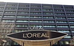 L'Oréal assure que Magic, marque chinoise spécialisée dans les masques de beauté acquise en 2013 pour plus de 600 millions d'euros, va lancer de très nombreuses innovations dans les trimestres à venir. /Photo d'archives/REUTERS/Charles Platiau