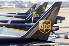 United Parcel Services (UPS) a annoncé vendredi des résultats du deuxième trimestre conformes aux attentes, le numéro un mondial de la messagerie confirmant en outre ses objectifs annuels. /Photo d'archives/REUTERS/John Sommers II